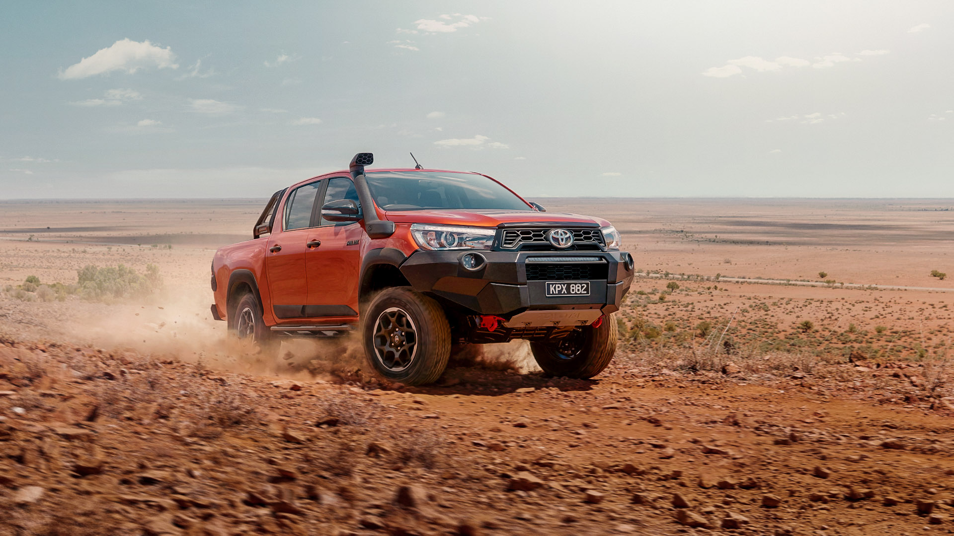 Toyota-Hilux-Cover_1080